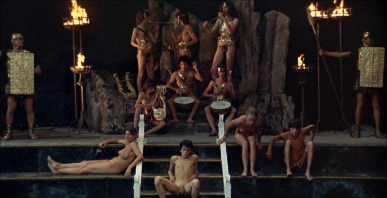 порно фото из фильма калигула